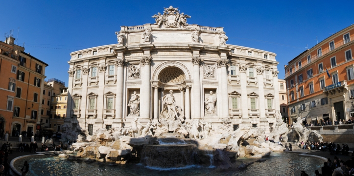 FRONT VIEW OF THE TREVI FOUNTAIN